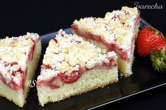 Veľmi jednoduchý a chutný jahodový koláč (videorecept) Cheesecake, Treats, Sweet, Food, Basket, Sweet Like Candy, Candy, Goodies, Cheesecakes