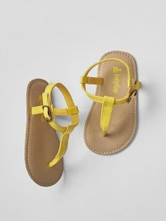 a5ebf765324a GAP Baby Girl Size 6-12 Months NWT Yellow Patent Thong T-Strap Sandals