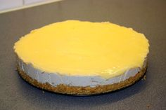 Frozen cheesecake with lemon curd