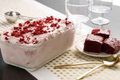 Red Velvet Ice Cream: A frozen holiday treat that's so easy to whip up it has us feeling HOT. Frozen Desserts, Just Desserts, Delicious Desserts, Dessert Recipes, Cold Desserts, Frozen Treats, Best Christmas Desserts, Valentines Day Desserts, Christmas Cookies