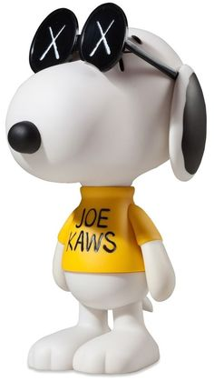 Joe Kaws Snoopy by KAWS on is a marketplace for collectors, presenting auctions of extraordinary art and objects. Toy Art, Vinyl Toys, Vinyl Art, Kaws Toys, Kaws Wallpaper, Snoopy Toys, Mickey Mouse Wallpaper, Designer Toys, Mellow Yellow