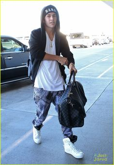 Austin Mahone Heads Home After Surgery in Los Angeles