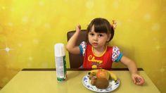 Варя готовит фруктовый салат со взбитыми сливками и орехами. Хорошо, что фрукты для такого десерта можно найти круглый год =) Если вам понравилось это видео, ставьте лайк и подписывайтесь на мой канал https://www.youtube.com/c/BabbiesShow