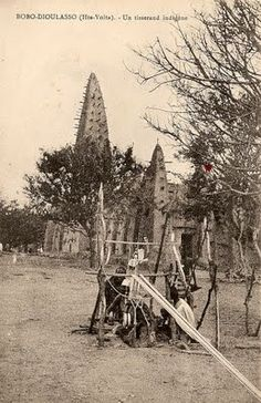 A Dioula weaver at work in the square beside the mosque, Bobo-Dioulasso, Burkina Faso. Vintage postcard, circa 1910, author's collection.