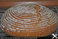 Zutaten 1 kg Mehl (Brotmehl), Typ 700 1/2 Würfel Hefe, frische 20 g Salz 2 EL Brotgewürzmischung, fein oder grob 600 ml Wasser, lauwarmes