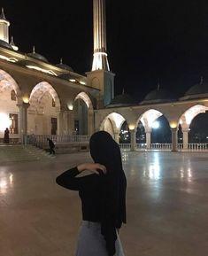 Muslim Girls, Muslim Couples, Muslim Women, Stylish Hijab, Casual Hijab Outfit, Street Hijab Fashion, Muslim Fashion, Muslim Couple Photography, Hijab Trends