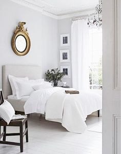 5 Tips for Mastering a Perfect White Bedroom// federalist mirror, crown molding #Whitebedrooms