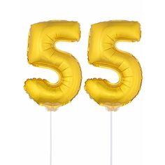 Gouden opblaas cijfer 55 op stokjes. Beide ballonnen zijn ongeveer 41 cm. Door middel van de ballonstokjes kun je de cijfers in een zachte ondergrond plaatsen. De ballonnen zijn alleen geschikt voor lucht.