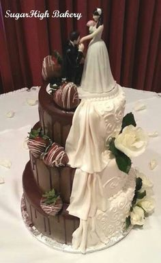 This one makes me sad - Hochzeit - Kuchen Creative Wedding Favors, Inexpensive Wedding Favors, Cool Wedding Cakes, Beautiful Wedding Cakes, Wedding Cake Designs, Beautiful Cakes, Wedding Prep, Summer Wedding, Dream Wedding