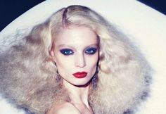 1970 70s Hair And Makeup, 70s Makeup, Studio 54 Style, Disco Makeup, 70s Glam, 70s Fashion, Fashion Hair, Glam Rock, Vintage Beauty