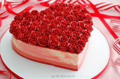 Heart cake with buttercream roses tutorial by Make Fabulous Cakes #valentinescake #buttercreamcake #icingroses