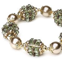 Free beaded bead tutorial by diagram and in Russian. Needs translation. Bracelet of pearls and beaded beads