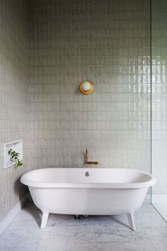 This vertical straight set tile in this soothing color make for an enviable bathroom. If you like the look of this, you might try our tile in Sand Dune or our Brick in Luna.