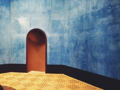 Faaborg museum – Anderledes og smuk arkitektur med historie #museum #fyn #faaborg #blue #wall