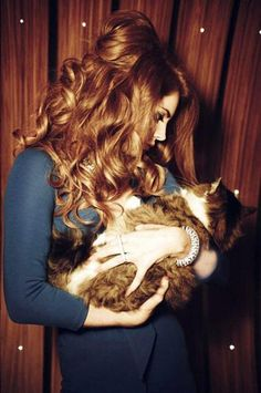Lana Del Rey with a cat omg