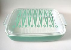 Vintage Kitchen Pyrex Heinz promotional casserole with lid. We found the casserole this summer for a hella good deal, but no lid. Now I want the lid! - *I need to retake this picture, because the color is washed out. The dish is not faded or DWD. Vintage Kitchenware, Vintage Dishes, Vintage Glassware, Vintage Items, Vintage Pyrex, Vintage Stuff, Danish Modern, Midcentury Modern, Kitsch
