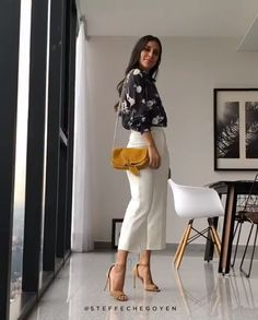 nude high heels white pants black shirt yellow bag Source by shirt outfit Stylish Summer Outfits, Summer Outfits Women, Classy Outfits, Stylish Outfits, Spring Outfits, Outfit Summer, Summer Pants Outfits, Casual Summer, Look Fashion