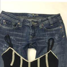 "MISS ME Womens DENIM JEAN size 28 ️Size: 28️️inseam:26.5""️️️️️rise:7""backrise:12""️️waist across top:15""️️hip:18""leg opening:7.5""️closure:zipper2%elastinethis is a original MISS ME CAPRI JEAN Miss Me Jeans"