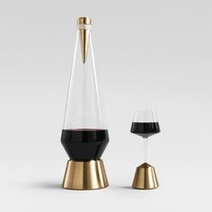 Designer Kacper Hamilton has created a port decanter set that encourages users to constantly share the drink around