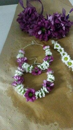 Fresh flower jewellery by bridal flower jewellery… Alternative Bouquet, Flower Garlands, Flower Ornaments, Floral Headpiece, Flower Fashion, Bridal Fashion, Garland Wedding, Arte Floral, Bridal Flowers
