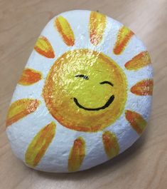 Rock Painting Patterns, Rock Painting Ideas Easy, Rock Painting Designs, Sun Painting, Pebble Painting, Pebble Art, Painted Rocks Kids, Painted Stones, Stone Drawing