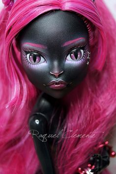 Monster high Catty Noir faceup by Raquel Clemente Custom Monster High Dolls, Monster High Repaint, Custom Dolls, Bratz Doll, Ooak Dolls, Art Dolls, Doll Toys, My Little Pony Tattoo, Pokemon Dolls