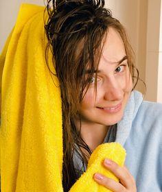 Aviváž proti prachu a na vlasy  Aviváž sa dá použiť nielen na prevoňanie bielizne, ale aj pri starostlivosti o domácnosť a krásu. Ak ňou natriete televíznu obrazovku, bude na ňu menej sadať prach. V prípade, ak sa vám minul vlasový kondicionér, vyrobte si prvú pomoc na vlasy. Zmiešajte pol deci aviváže a tri deci vody a natrite si zmesou vlasy. Po niekoľkých minútach umyte vodou. Nordic Interior, Soap, Health, Ale, Ideas, Whoville Hair, Health Care, Ale Beer, Ales