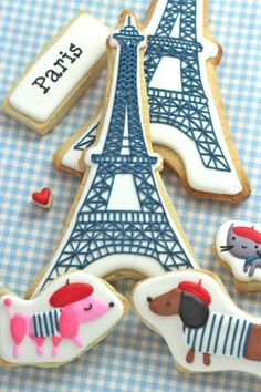 How to Make Eiffel Tower Cookies {Tutorial}