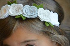 Winter Whites Felt Flower Garland Headband With Large por bloomz