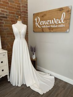Buy Wedding Dress, Wedding Dresses, Stella York, Laid Back Style, Bride Look, Appointments, Bridal Gowns, Size 12, Boutique