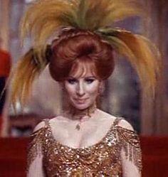 From Wikiwand: Barbra Streisand jako Dolly Levi w filmie Hello, Dolly! (1969)