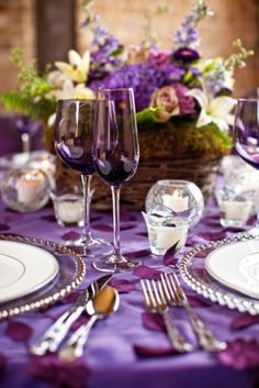 50 Dark Purple Wedding Ideas To Rock Purple Love, All Things Purple, Shades Of Purple, Purple Glass, Purple Rain, Purple Table Settings, Beautiful Table Settings, Table Violet, Dark Purple Wedding