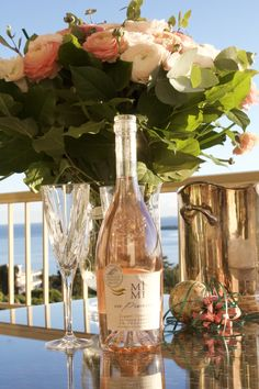 Rosé of Provence (France) : flavors of crushed strawberry, lemon and watermelon Provence Rose, Provence France, French Wine, Alcoholic Drinks, Champagne, Bottle, Rsvp, Mary, House Design