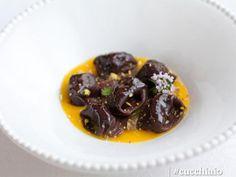 Tortelloni al cacao, pistacchi e ricotta con salsa al mango