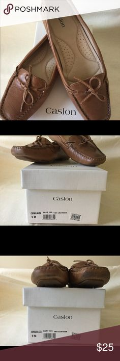 Caslon tan driving shoe size 9 Drive around town in style with these supple leather driving shoes.  Great transitional shoe, wear with jeans, trousers, or skirts.  True to size Lite wear, only worn a few time, always with socks. Caslon Shoes Flats & Loafers