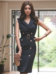 Work Fashion 2018 Some people are not very sure about what is the best way to dress for work. It is very important that you understand what are the business's dressing standards so that you l… Black Work Dresses, Black Midi Dress, Belted Dress, Fashion Mode, Work Fashion, Korean Fashion, Fashion 2018, Fashion Brands, Womens Fashion