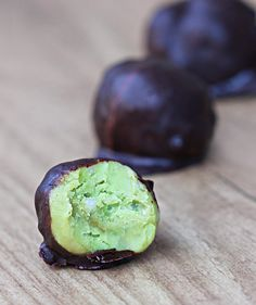 Avocado Fudge Bites - 1/4 cup mashed ripe avocado, 1/4 tsp pure vanilla extract, pinch salt, 2 tbsp... @choccoveredkt http://chocolatecoveredkatie.com/2014/06/11/5-ingredient-avocado-fudge-bites/