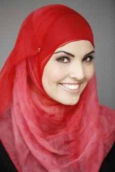 """""""Een van mijn drie zusjes draagt een hoofddoek. En een van de andere twee niet meer.""""  #hoofddoek #hijab  http://www.hoofdboek.com/"""
