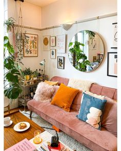 Boho Living Room, Living Room Decor, Living Spaces, Retro Living Rooms, Deco Studio, House Rooms, New Room, Home Decor Bedroom, Apartment Living