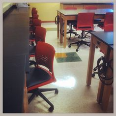 Install shots of Strive task chairs with Pallas vinyl at Seton Hill University! Classroom Training, Corner Desk, Shots, University, Chairs, Design Inspiration, Spaces, Table, Furniture