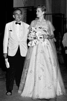 "Fürstin Gracia Patricia und Fürst Rainier III. von Monaco beim ""Red Cross Gala Ball"" im Monaco Sporting Club 1958"