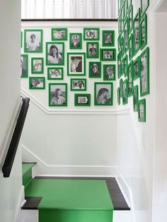 Green picture frames, photo gallery wall in stairway, hall, black and white photos Hallway Decorating, Decorating On A Budget, Staircase Decoration, Stair Decor, Green Picture Frames, White Staircase, Green Pictures, Green Home Decor, Decoration Originale