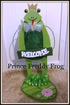Outdoor Garden decor Prince Freddy Frog by Ittakes2krafters