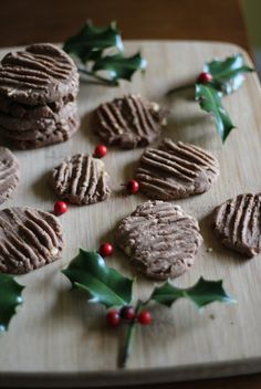 We're counting down the days until Christmas, although I'm excited, please Santa, I need more time! Speculaas Cookie Recipe, Speculoos Cookies, Spice Cookies, Yummy Treats, Delicious Desserts, St Nicholas Day, Cookie Recipes, Dessert Recipes, Dessert Table Decor