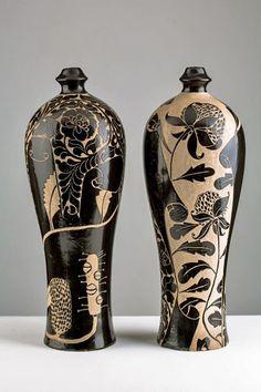 Janet-Deboos-ceramic sgraffito-bottles-475x713