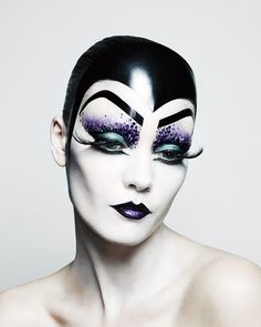 4 Last-Minute Halloween Beauty Ideas by Makeup Whiz Pat McGrath, from the Ghoulish to the Glamorous Il trucco di Halloween di Pat McGrath: Clown, Skeleton, Bird e Glamorous Witch – Vogue Halloween Makeup Clown, Clown Makeup, Costume Makeup, Carnival Makeup, Witch Makeup, Halloween Ideas, Drag Makeup, Makeup Art, Eye Makeup