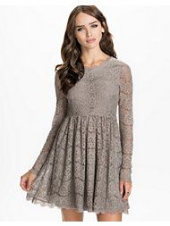 Lace dress - love this colour, but I don't think it would suit me, unfortunately. Grey Party Dresses, New Party Dress, Party Dresses Online, Fashion Quotes, Fashion Pants, Different Styles, Lace Dress, Tunic Tops, Clothes For Women