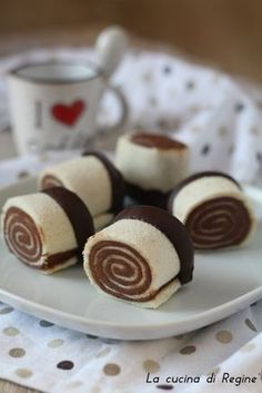 Girelle alla nutella senza cottura Food Humor, Creative Food, I Love Food, Cake Cookies, Cupcakes, Chocolate Recipes, Sweet Recipes, Sweet Treats, Food And Drink