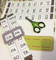 Atividade para imprimir, recortar e formar palavras combinando as sílabas da primeira fileira com as da segunda, e também de palavras trissílabas. Após imprimir, recorte nas linhas pontilhadas ( de…