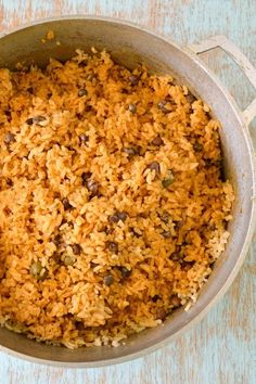 Rican Rice recipe - Arroz con Gandules (Rice with Pigeon Peas). How to make with authentic sofritoPuerto Rican Rice recipe - Arroz con Gandules (Rice with Pigeon Peas). How to make with authentic sofrito Boricua Recipes, Comida Boricua, Pea Recipes, Mexican Food Recipes, Cooking Recipes, Potluck Recipes, Puerto Rican Recipes Rice, Puerto Rican Beans, Puerto Rico Rice Recipe